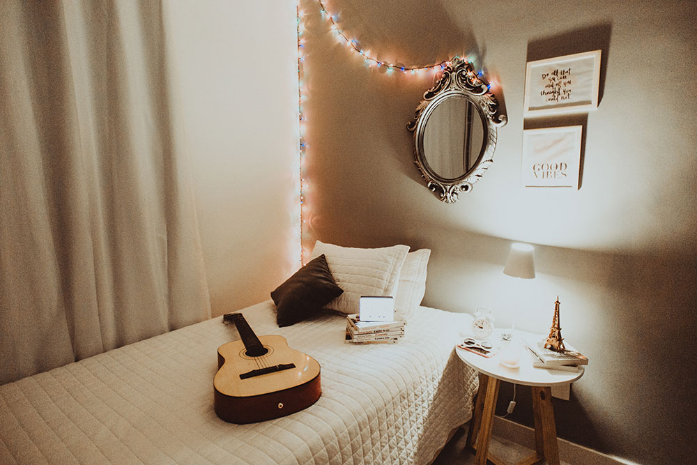 guitar bedroom
